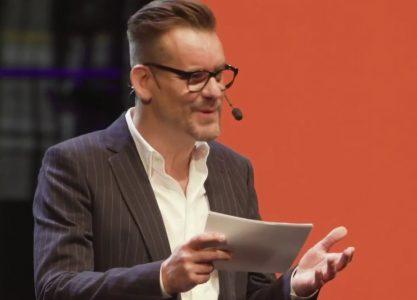 Geniet van de ALMA-speech van Bart Moeyaert!